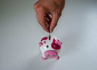 Dlaczego warto oszczędzać pieniądze? Jak to robić, by oszczędzanie nie wiązało się z rezygnacją ze wszystkich przyjemności? Przeczytaj nasz poradnik